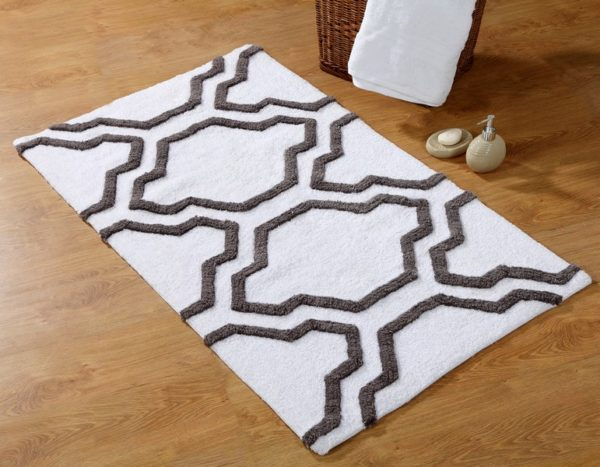 Saffron Fabs Bath Rug Cotton, 36x24, Anti-Skid, White/Gray, Geometric, Washable Quatrefoil